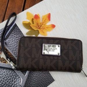 STUNNING Michael Kors Wristlet wallet